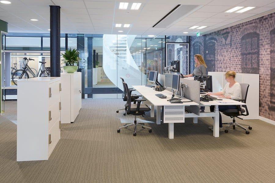 kantoorinrichting open en gesloten ruimtes